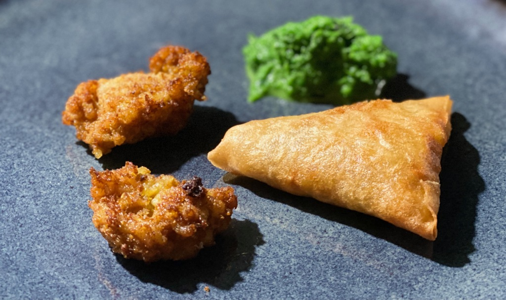Golden samosa with bhaji and green chutney